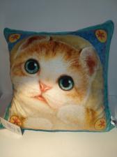 Подушка декоративная с котенком.